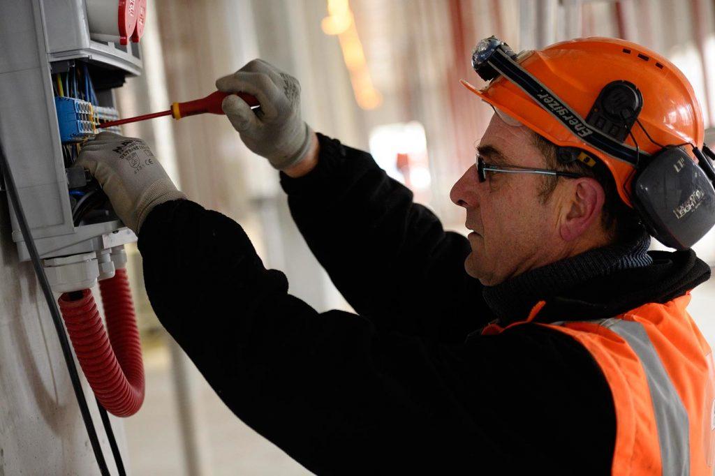Quels sont les risques électriques domestiques courants et comment les résoudre?